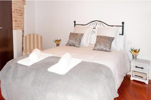 toledoap7 300x200 - Apartamento con patio by Toledo Ap - 4 pax - Toledo Ap Alojamientos turísticos