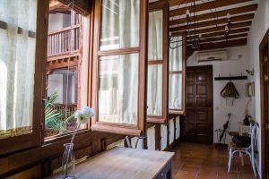 Toledo PzaColegioInfantes 019 300x200 - La casa de los infantes - 6 pax - Toledo Ap Alojamientos turísticos