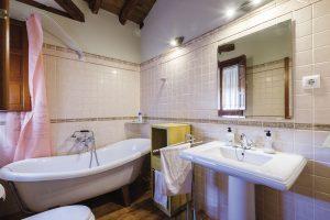 apartamento toledo 300x200 - Ático abuhardillado junto a la Catedral - Toledo Ap Alojamientos turísticos