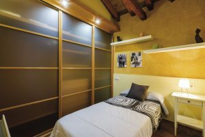apartamento toledo2 300x200 - Ático abuhardillado junto a la Catedral - Toledo Ap Alojamientos turísticos