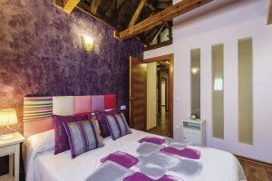 apartamento toledo3 300x200 - Ático abuhardillado junto a la Catedral - Toledo Ap Alojamientos turísticos