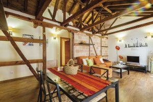 apartamento toledo4 300x200 - Ático abuhardillado junto a la Catedral - Toledo Ap Alojamientos turísticos