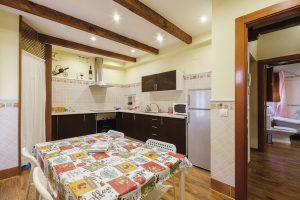 apartamento toledo6 300x200 - Ático abuhardillado junto a la Catedral - Toledo Ap Alojamientos turísticos